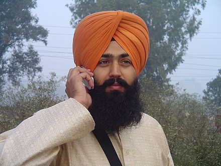 440px-Sikh_wearing_turban